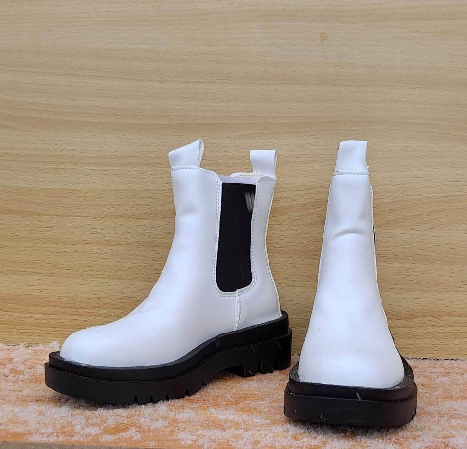 Хавар намарийн түрүүтэй үдээсгүй цагаан гутал