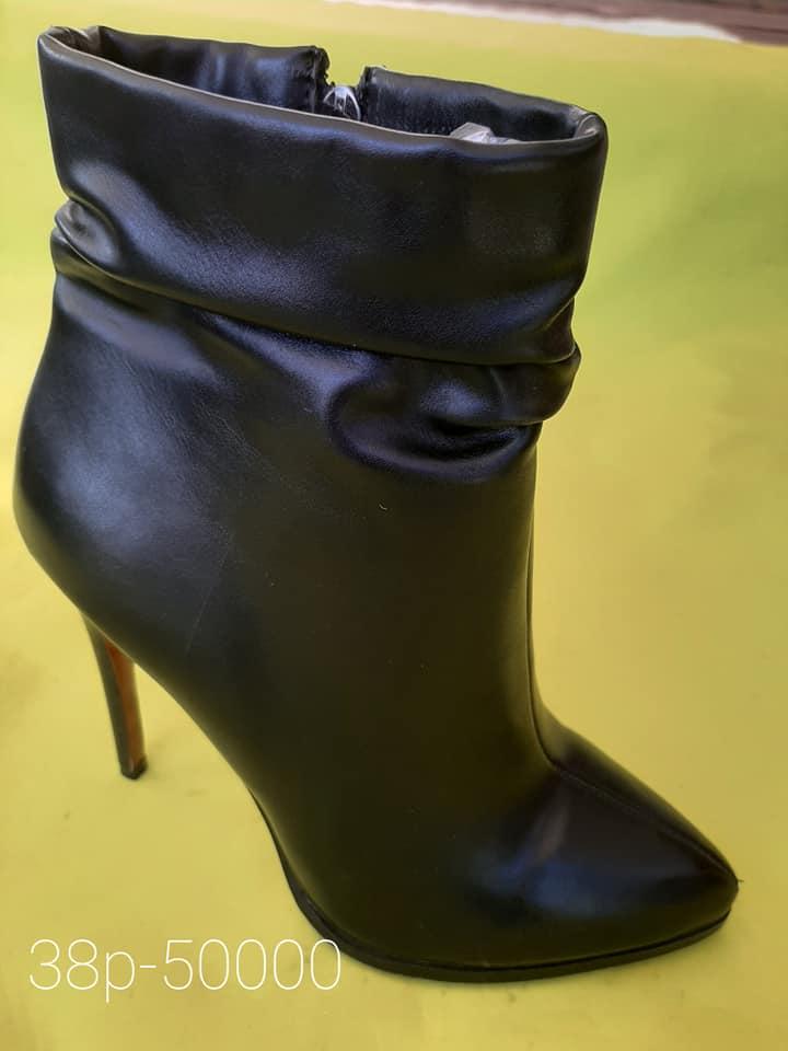 Хавар Намарын өсгийтэй гутал